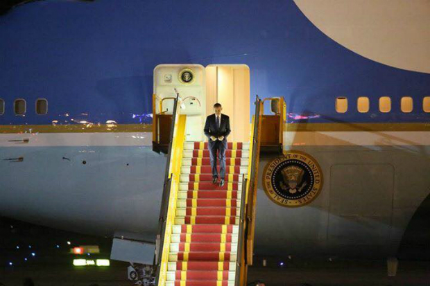 president-obama-arrives-in-hanoi