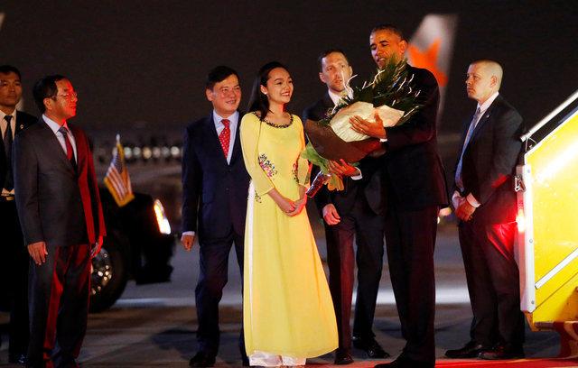 President Obama arrives in Hanoi
