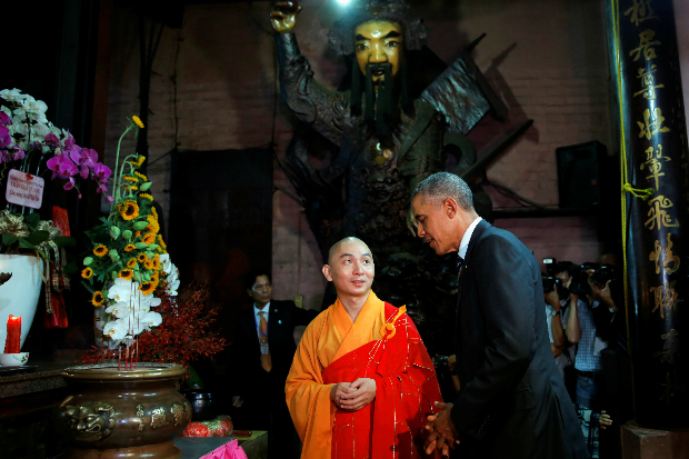 U.S. President Barack Obama talks with a monk during a visit to Jade Pagoda in Ho Chi Minh City, Vietnam May 24, 2016. Photo by Reuters/Carlos Barria