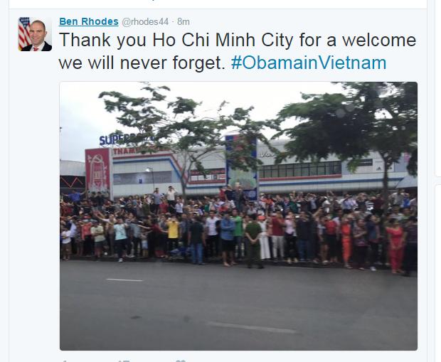 thousands-of-saigoneers-welcome-obama-to-ho-chi-minh-city-2