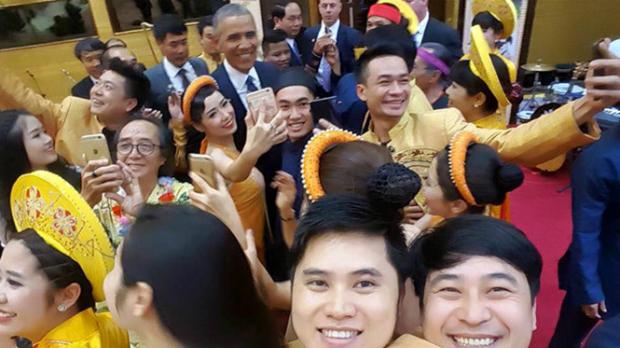 obama-fever-hanoi-saigon-styles-19