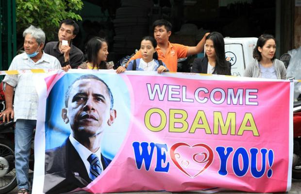 thousands-of-saigoneers-welcome-obama-to-ho-chi-minh-city-1