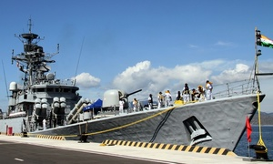 Indian warships dock at Cam Ranh Int'l Port