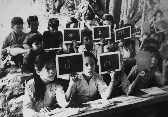 vietnamese-children-in-war-time-photos-4