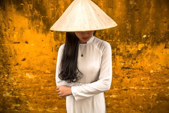 vietnams-ao-dai-a-hit-with-french-photographer-2
