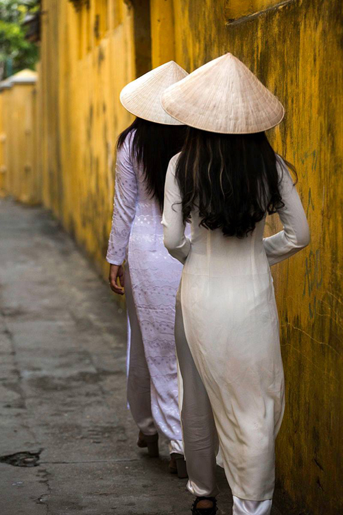 vietnams-ao-dai-a-hit-with-french-photographer-3