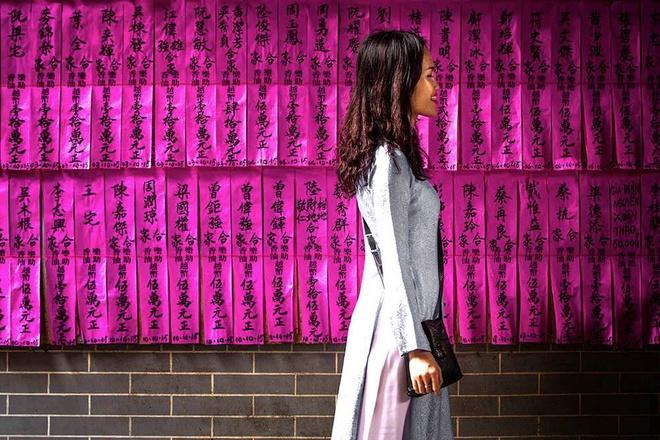 Tà áo dài Việt trên báo nước ngoài