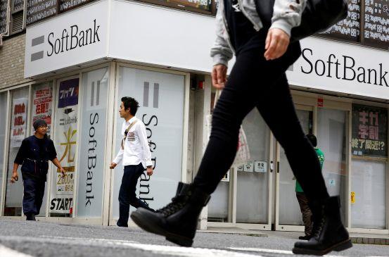 singapore-buys-1-bln-in-alibaba-stock-in-softbank-sale
