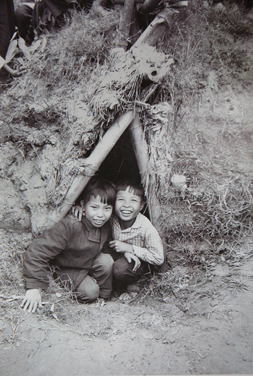 vietnamese-children-in-war-time-photos-9