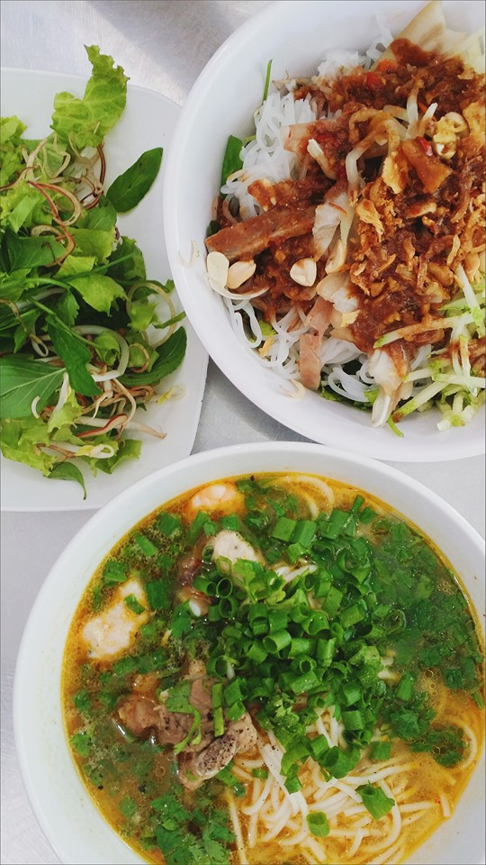 Done with the sweating and soaking in the river, it's now time to get back to Quang Binh for a treat of the city. Above are the fish sauce noodle and rice watery soup. Photo by Duyen Nguyen