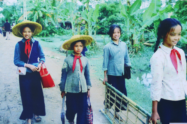 fighting-bombs-with-straw-hats-how-a-generation-of-vietnamese-children-survived-5