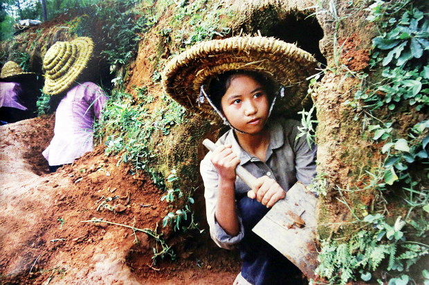fighting-bombs-with-straw-hats-how-a-generation-of-vietnamese-children-survived-8