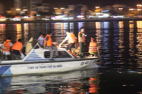3-remain-missing-43-rescued-after-cruise-ship-capsized-on-river-in-da-nang-7