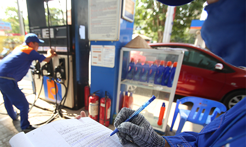 A Petrolimex station. Photo by VnExpress/Ngoc Thanh