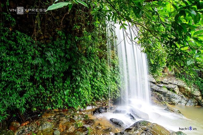 Những dòng thác mát lành ngay ngoại ô Hà Nội