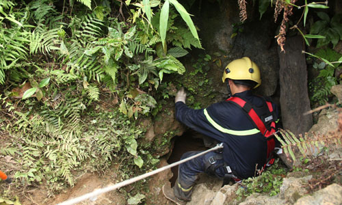 Rescue workers ended search for missing gold miners in Nuoc cave, Thanh Hoa Province. Photo by VnExpress/Le Hoang