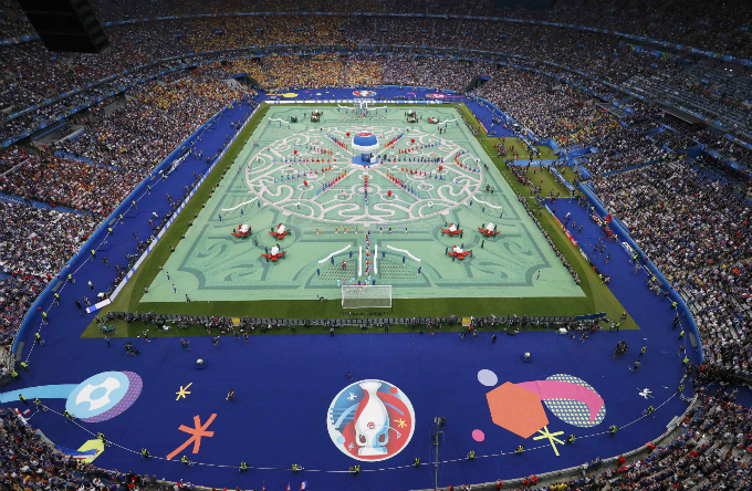 Stade de France Stadium seconds before the opening ceremony. Photo by Reuters/Pawel Kopczynski