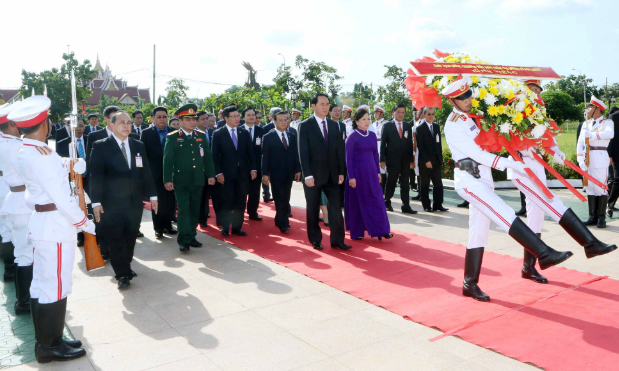 Vietnam, Laos pledge to consolidate ASEAN solidarity