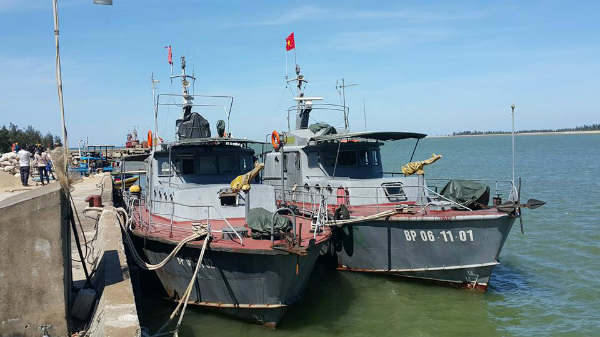 Three rescue boats belonging to Nghe An Border Squadron 2 on duty at the port waiting for the command to join the search.