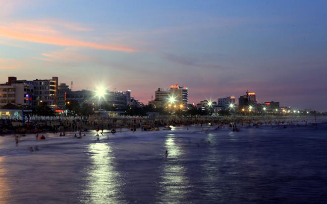 Biển Sầm Sơn đặc khách hàng cây số
