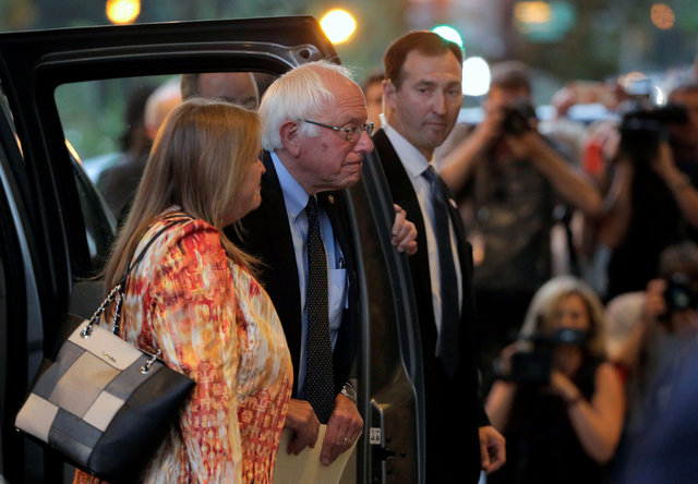 clinton-wins-dc-primary-ahead-of-meeting-with-sanders