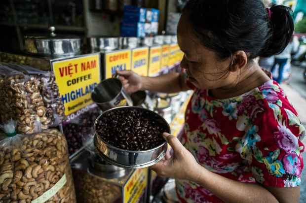 adb-pledges-20-million-in-guarantees-to-support-trade-finance-in-vietnam