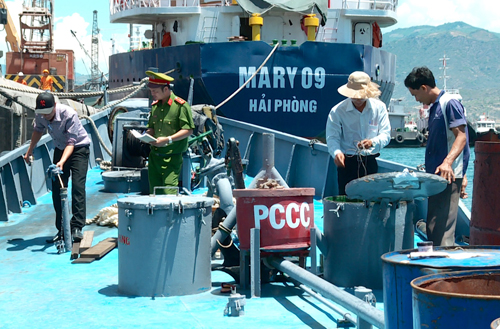 vietnam-seizes-100-tons-of-suspect-oil-in-cam-ranh-bay