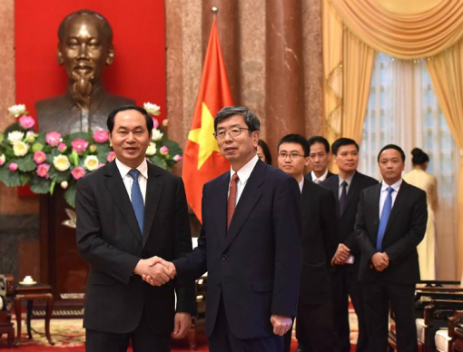 ADB President Takehiko Nakao (R) and Vietnam's President Tran Dai Quang (L). Photo by ADB