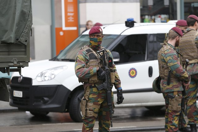 man-held-near-brussels-mall-no-explosives-found