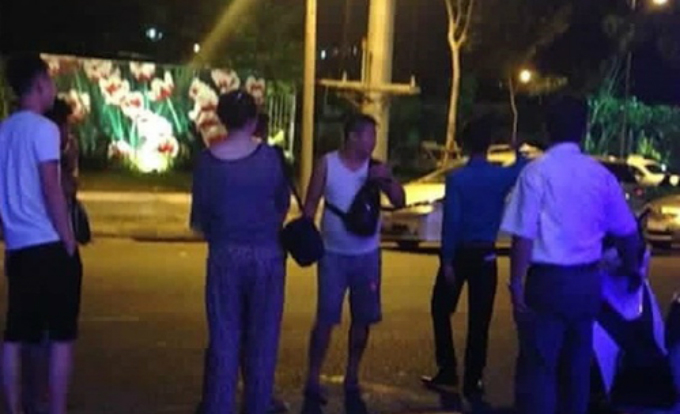 chinese-tourist-burns-vietnamese-money-travel-agency-fined-ed