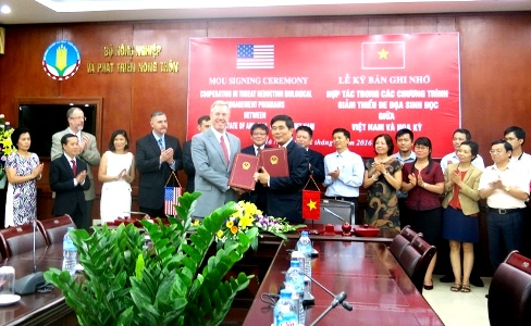 The signing ceremony of the memorandum of understanding on June 22. Photo by VGP/Do Huong