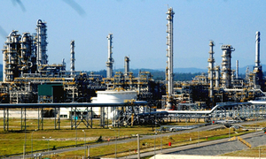 Vietnam's $9-billion oil refinery set back by four-month delay