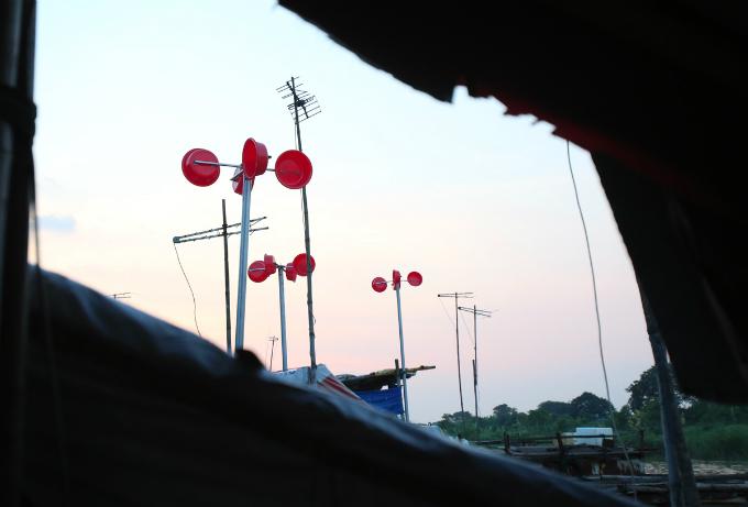 plastic-bucket-generators-lighten-load-of-living-costs-for-vietnamese-people-1