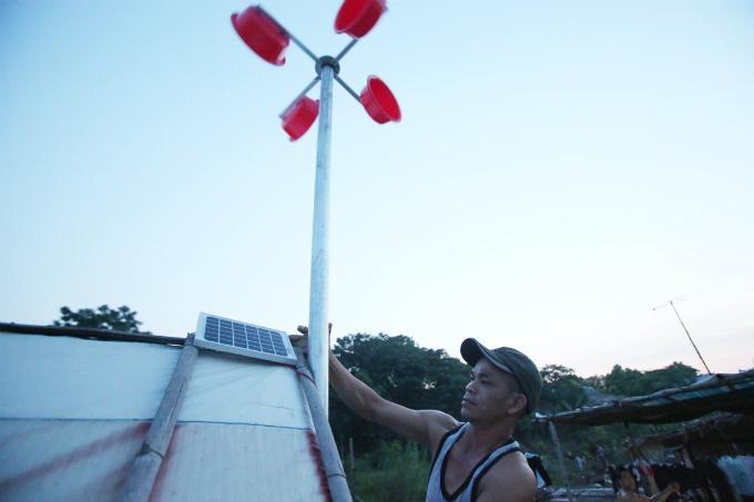 plastic-bucket-generators-lighten-load-of-living-costs-for-vietnamese-people-3