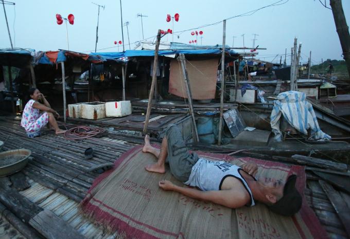 plastic-bucket-generators-lighten-load-of-living-costs-for-vietnamese-people-2