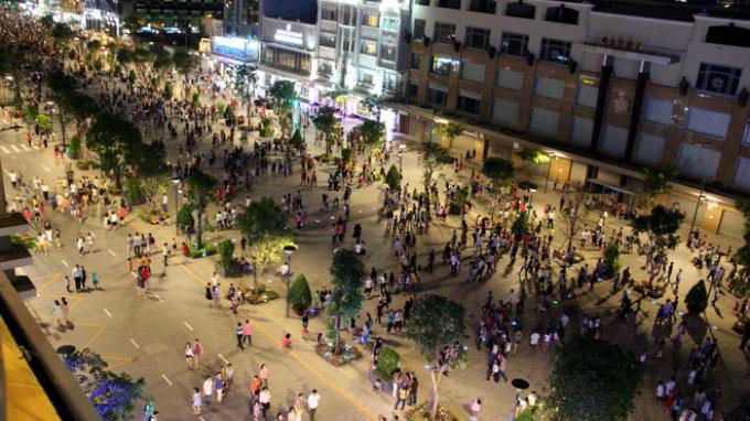 four-reasons-to-take-a-stroll-down-saigons-first-pedestrian-street