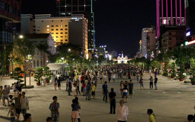 four-reasons-to-take-a-stroll-down-saigons-first-pedestrian-street-1