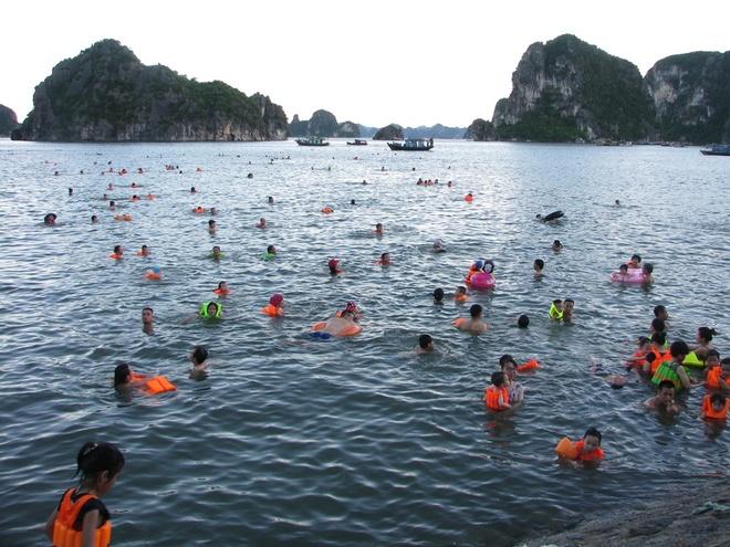 ha-long-locals-risk-dangerous-waters-to-escape-summer-sun-1