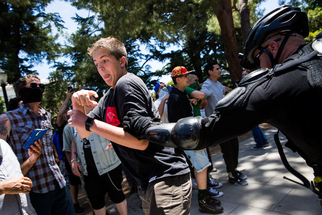 white-supremacist-group-clashed-with-counter-protesters-atcalifornia-capitol-at-least-7-injured-4