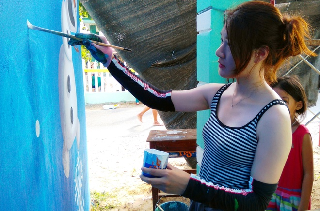 legalized-graffiti-vietnamese-fishing-village-gets-hooked-3