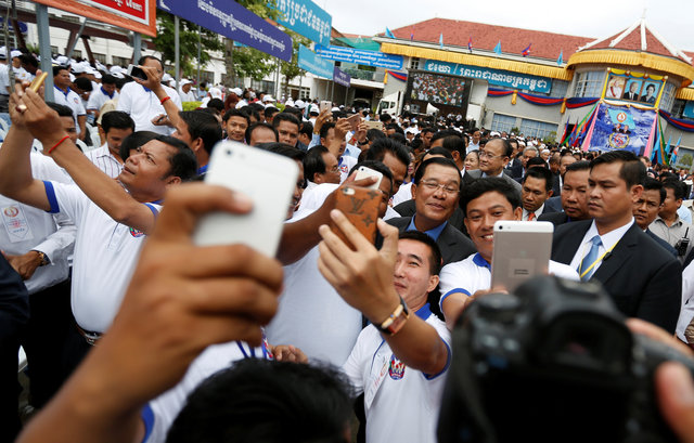 smiles-and-selfies-as-cambodia-pm-tells-foreign-powers-to-stop-interfering