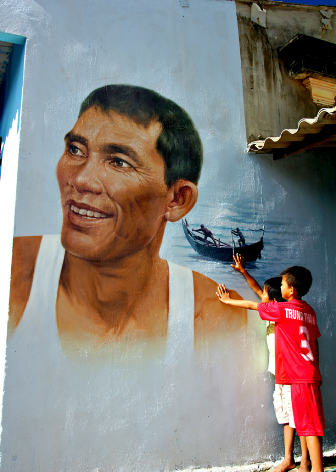 legalized-graffiti-vietnamese-fishing-village-gets-hooked-8