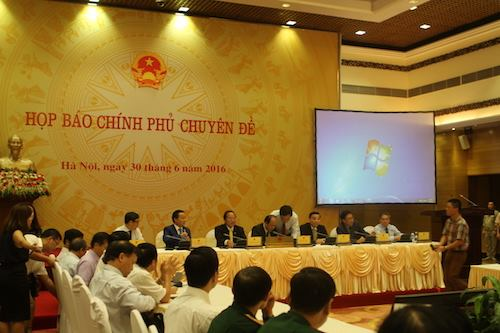 Vietnamese government holds a press briefing on mass fish deaths Thursday. Photo by VnExpress