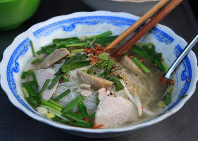 while-hanoi-has-pho-saigon-has-hu-tieu-2