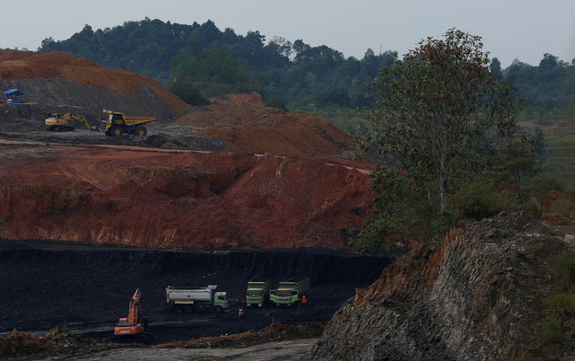 indonesia-faces-environmental-time-bomb-after-coal-bust-1