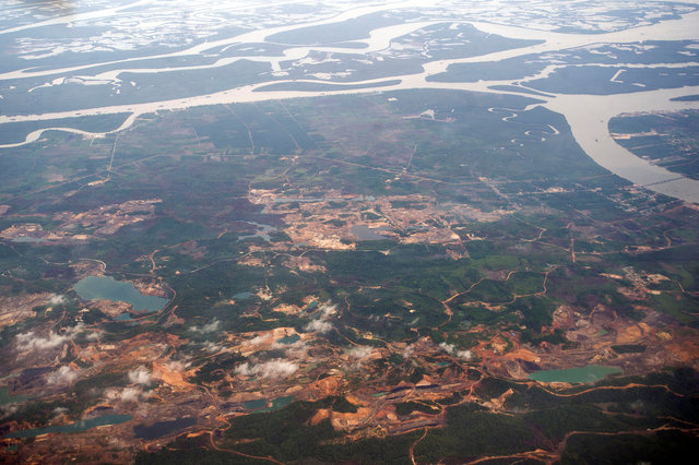 indonesia-faces-environmental-time-bomb-after-coal-bust
