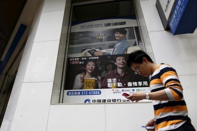 in-race-to-be-asias-fintech-hub-singapore-leads-hong-kong
