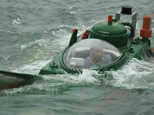 man-in-a-can-homemade-submarine-passes-sea-trials