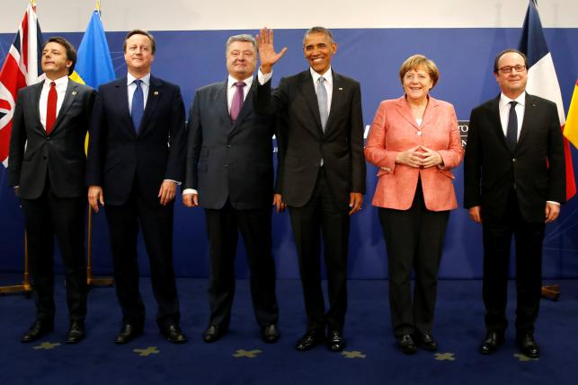 Italys Prime Minister Matteo Renzi (L-R), Britains Prime Minister David Cameron, Ukraines President Petro Poroshenko, U.S. President Barack Obama, Germanys Chancellor Angela Merkel and Frances President Francois Hollande stand for a photograph after their meeting. Photo by Reuters/Jonathan Ernst