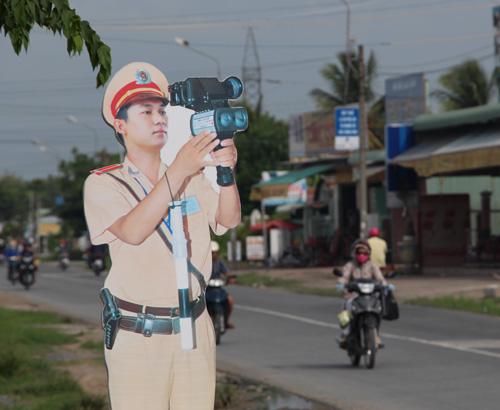 dummy-police-taken-off-vietnam-streets
